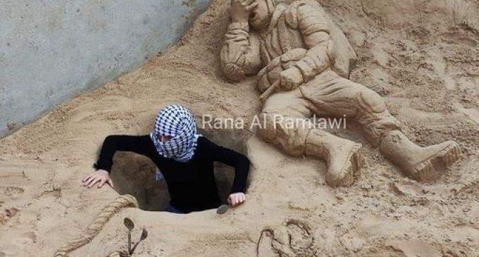 Un artiste palestinien a créé une sculpture de sable pour décrire l'humiliation et l'échec historiques du régime sioniste et l'acte héroïque des 6 prisonniers palestiniens évadés du Guantanamo israélien.