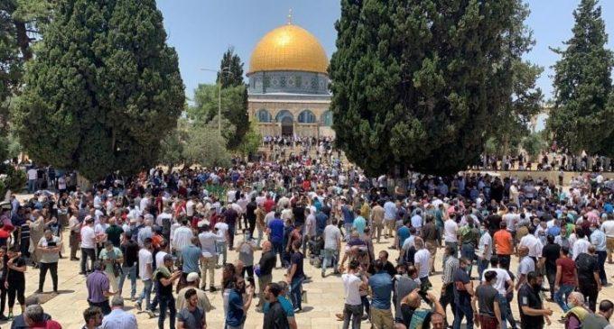 Appels à la foule suite à la décision israélienne d'autoriser les prières des colons à la mosquée Al Aqsa