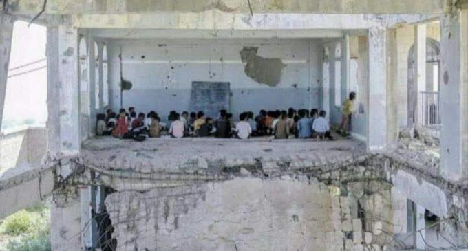 Au Yémen, les bombes américaines, britanniques et françaises contribuent à façonner originalement l'architecture des écoles.